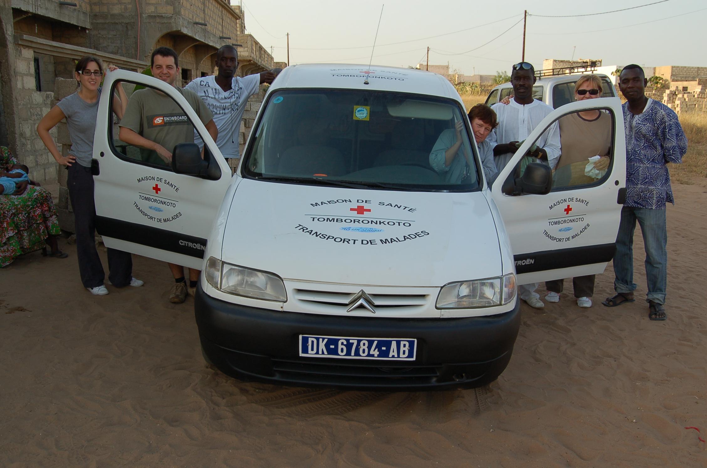 Noviembre 2011 - Vehículo trasnporte enfermos Tomboronkoto-Kabateguinda