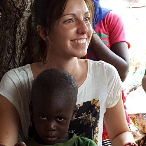 Ingeniera de Caminos, Canales y Puertos Viajar allí, compartir y vivir con el pueblo senegalés fue una experiencia inolvidable que hizo que quisiera formar parte de este pequeño gran proyecto. Nunca hubiera imaginado que tan poco aquí signifca tanto allí, y esto me llenó de esperanza. En la ONG, estudio y hago seguimiento de la ejecución de los proyectos que se desarrollan en las comunidades donde Acción Senegal colabora. Después de identifcar las necesidades existentes, estudiamos una solución y desarrollamos un proyecto para que se convierta en una realidad. Siempre con el apoyo de nuestros colaboradores en Senegal.